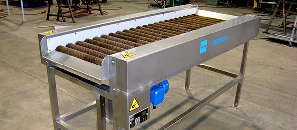 Sistema de cepillado para sandía, melón, pimiento, pepino, etc.  Cepillos superiores e inferiores de pelo natural. Regulación mecánica de velocidad en cepillos inferiores.